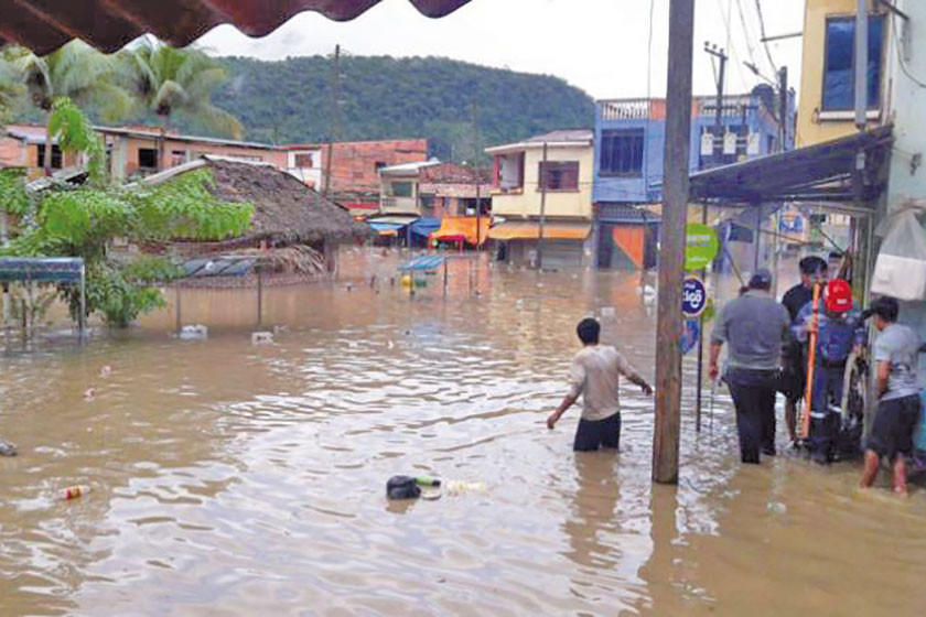 Suspenden clases en 16 regiones de Bolivia por las intensas lluvias