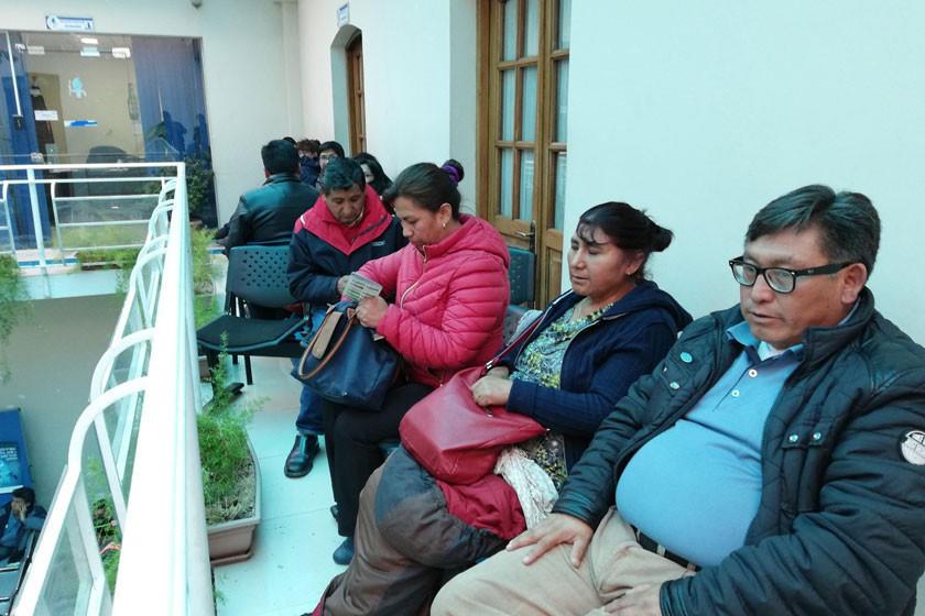 Cívicos inician ayuno exigiendo  renuncia del interino de Aapos