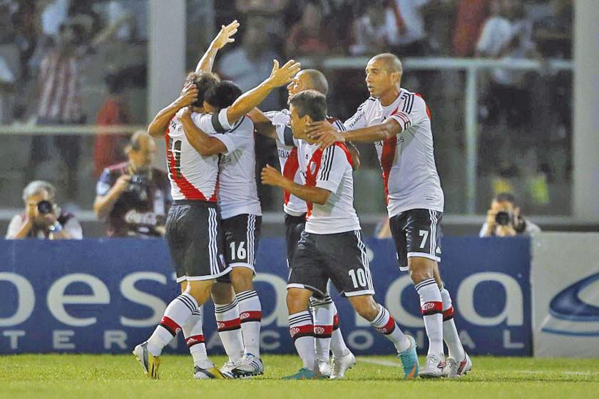 River Plate derrota a Racing en la Superliga
