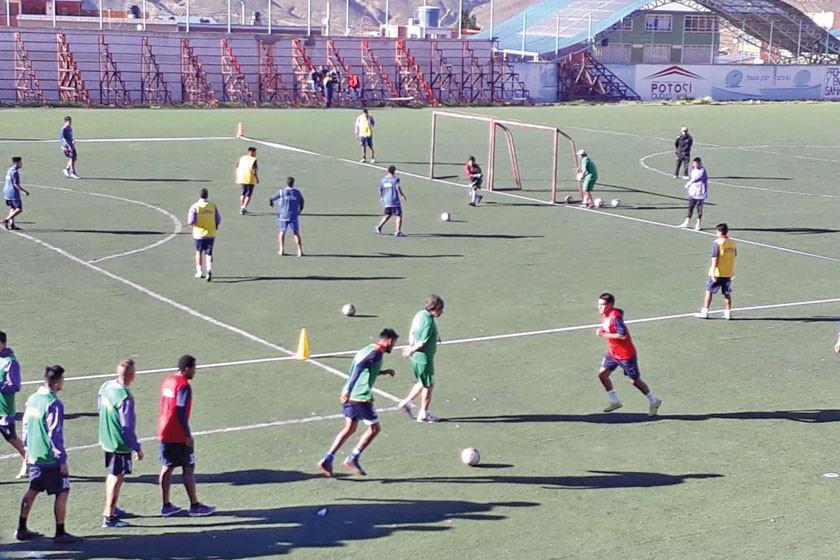 El técnico Ochoaizpur fortalece el trato del balón de sus dirigidos