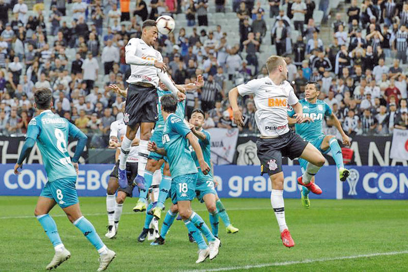 Corinthians arranca un empate ante Racing
