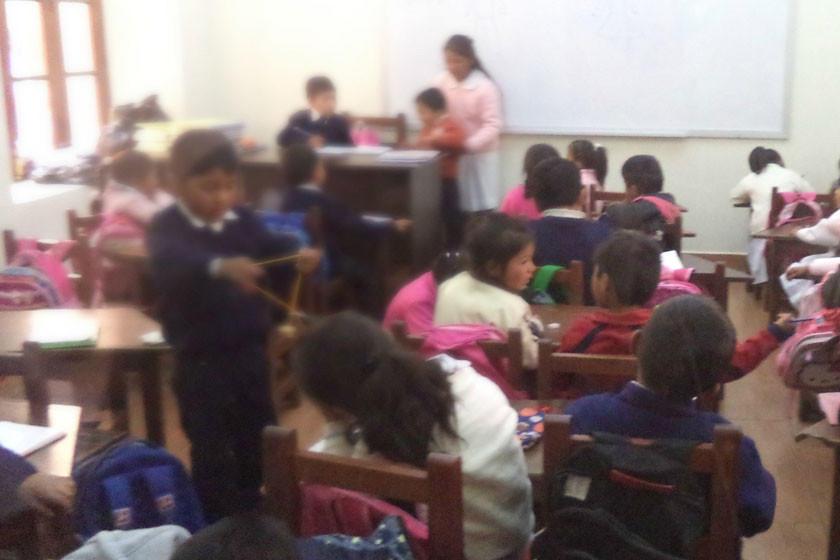 El reordenamiento en las escuelas divide a los maestros y autoridades