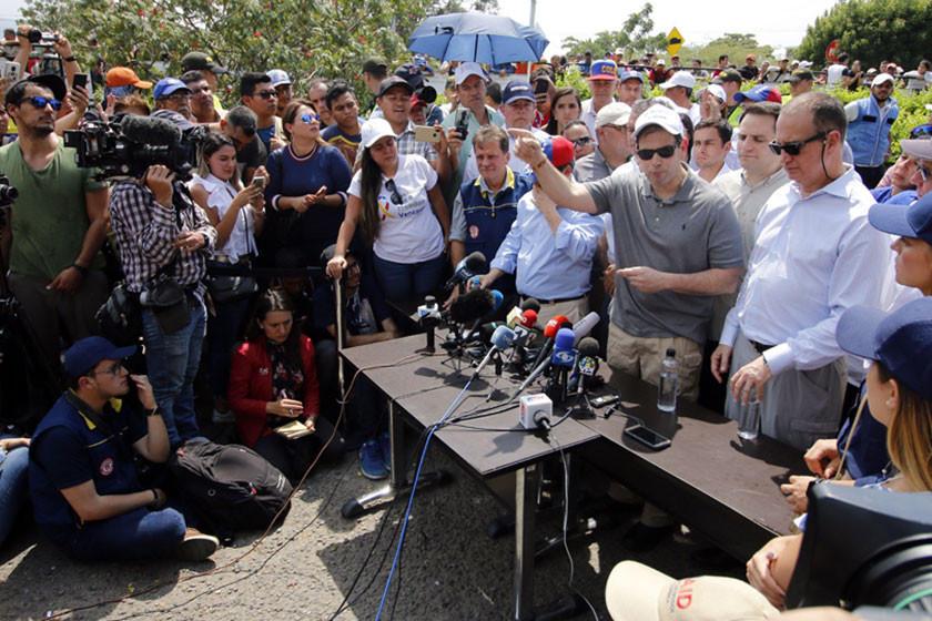 Instalan campamentos y esperan el ingreso de ayuda a Venezuela