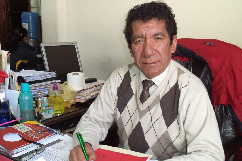 Alcalde convoca a dialogar a representante de los padres