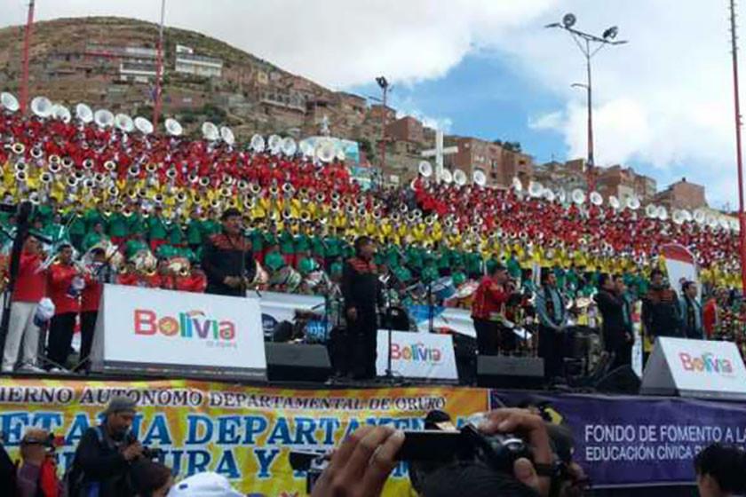 Bandas dan inicio a Carnaval boliviano