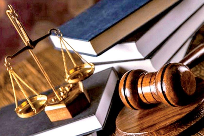 Arrestan a un juez por consumir bebidas alcohólicas en un juzgado