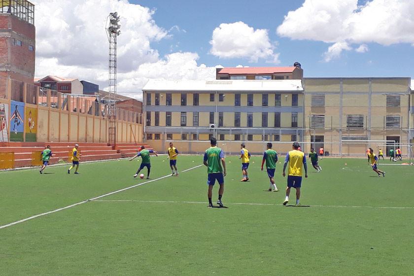 Ochoaizpur fortalece el trato del balón de sus dirigidos