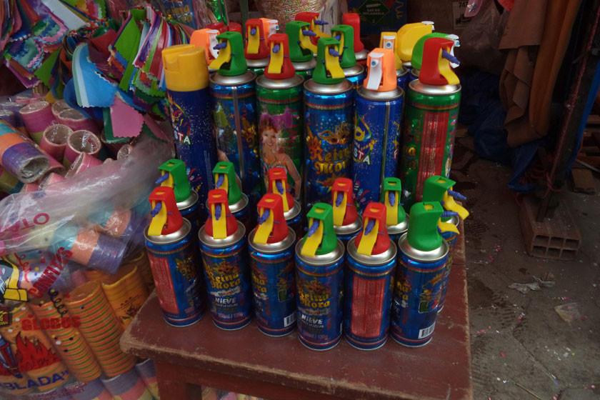 Recomiendan evitar el abuso de espumas en carnavales