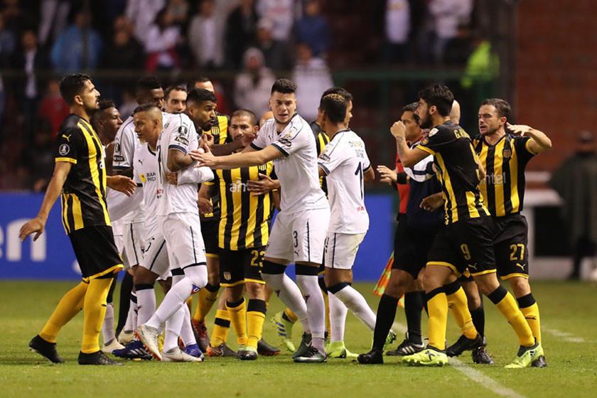 Liga de Quito vence a Peñarol