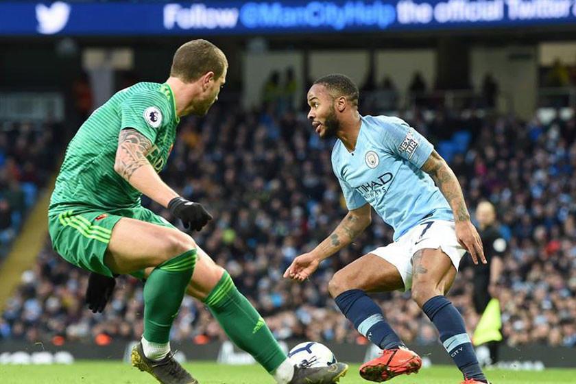 Sterling da el liderato al City en la Premier League