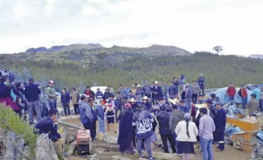 Ocho mineros mueren asfixiados en una mina informal en Perú