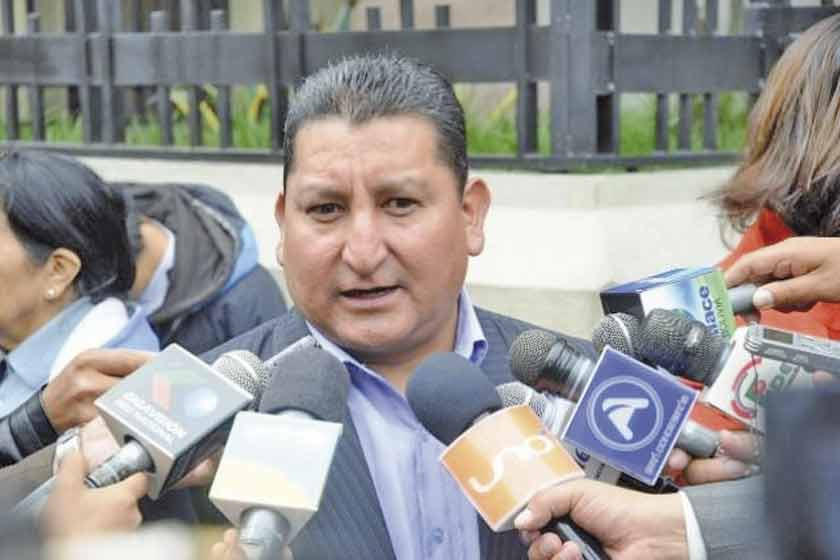 Dirigente del transporte dice que estar con el Gobierno da favores
