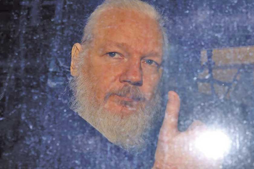Hay presión para que Assange vaya a Suecia