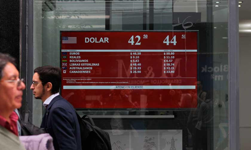 Economía argentina se desploma  por la caída del precio del dólar