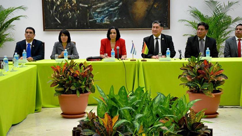 Fiscales de Bolivia y Cuba se reúnen con miras a cooperar