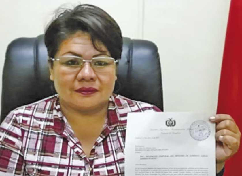 Senadora opositora denuncia a Ortiz por acoso político
