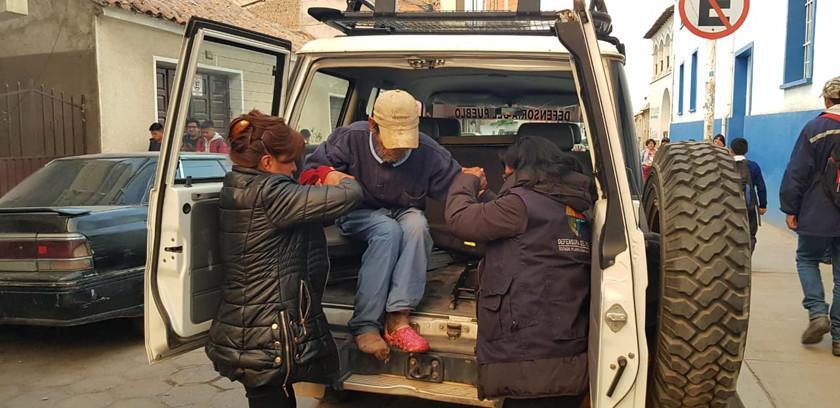 Rescatan a un anciano que sobrevivía en total abandono