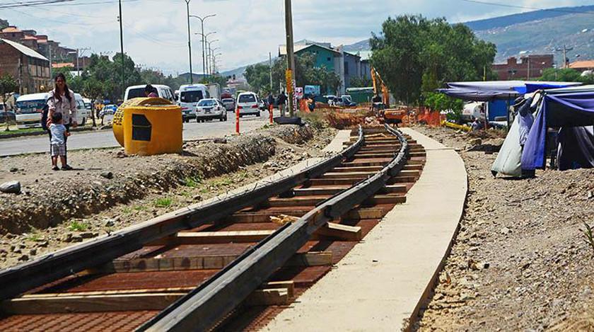 Cochabamba: inspeccionan obras del tren metropolitano