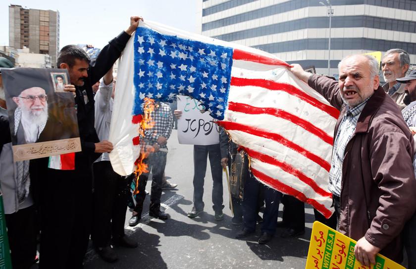 Irán ya no acata parte de pacto nuclear y sube tensión con EE.UU.
