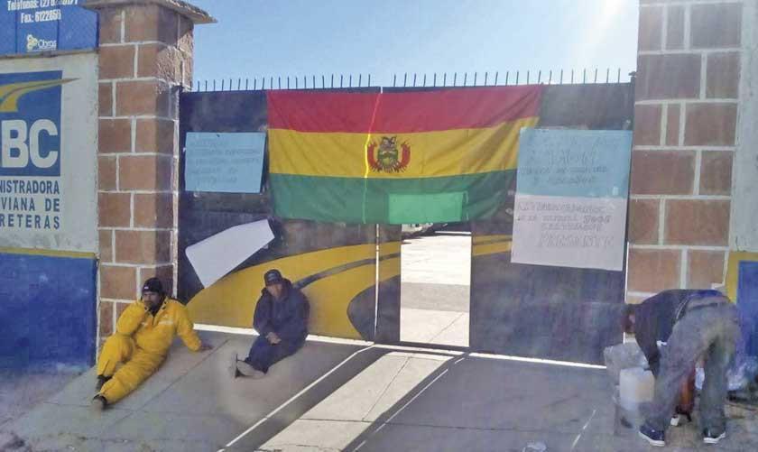 Extrabajadores de Cartellone suspenden la toma de la ABC