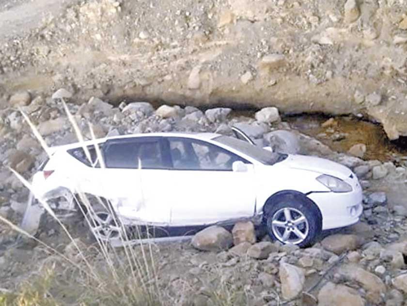 Abandonan vehículo luego de un aparatoso accidente