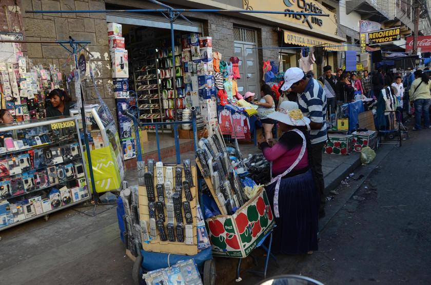 Comerciantes denuncian que son avasallados por los extranjeros