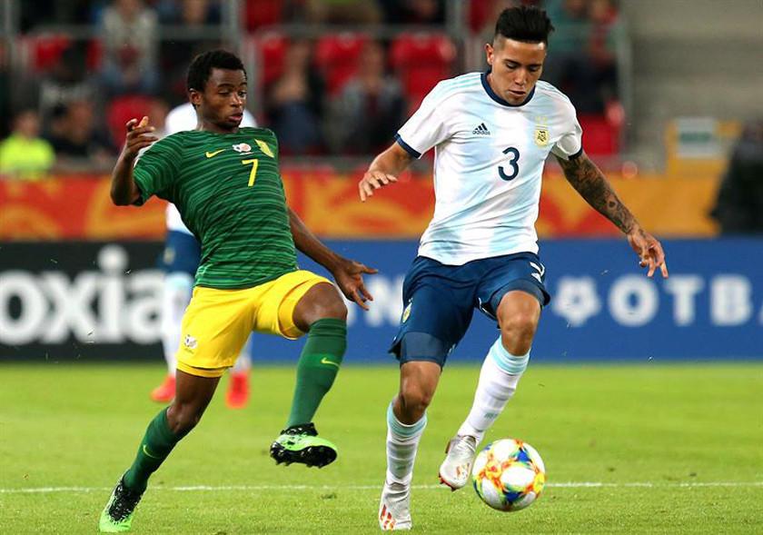 Argentina goleó a Sudáfrica en su debut del Grupo F