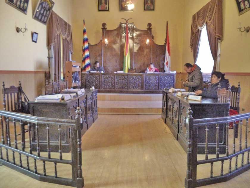 Presidenta frena nuevo viaje al exterior de concejales potosinos