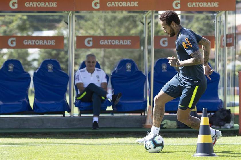 Neymar participó en el entrenamiento secreto de Brasil