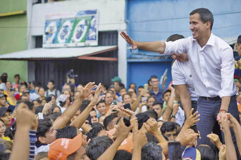 Nicolás Maduro habla de cambio y Juan Guaidó solo le da este año