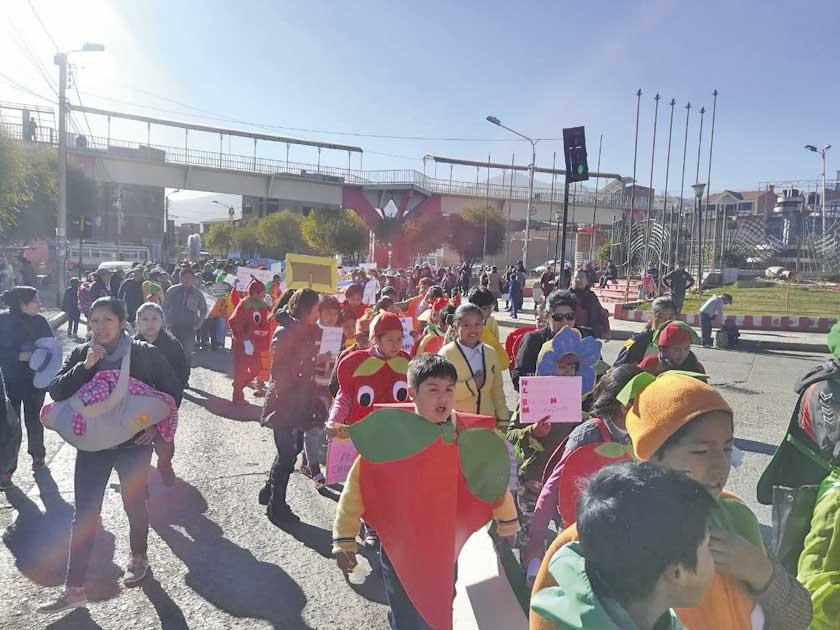 Estudiantes marcharon por un medio ambiente sano