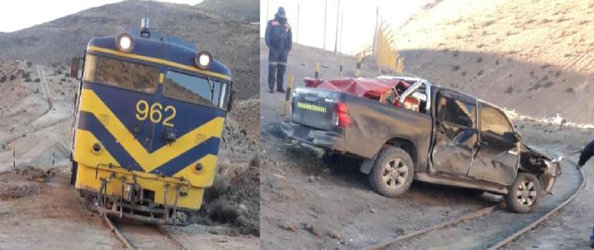 Tren carguero embiste contra una camioneta y no se reporta víctimas