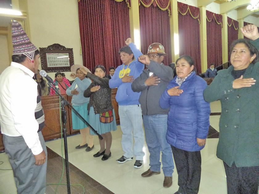 Posesionan directiva de comisiones en la Asamblea Legislativa Departamental