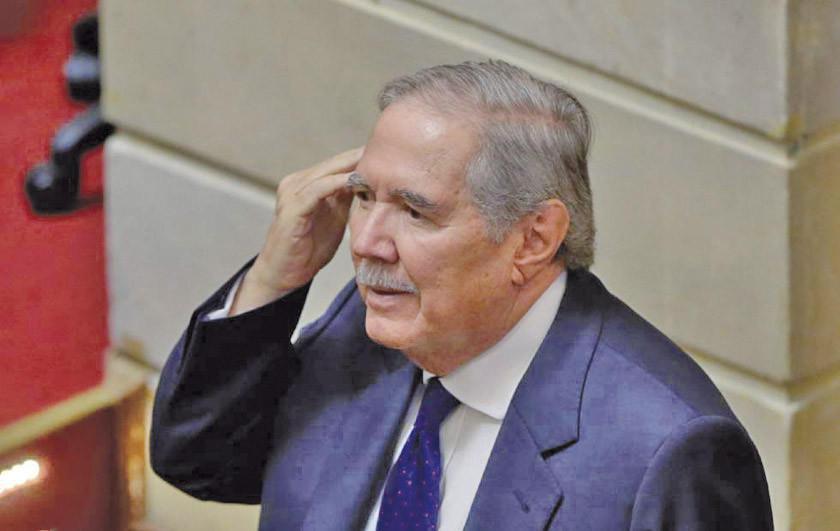 Ministro de Defensa colombiano supera moción censura