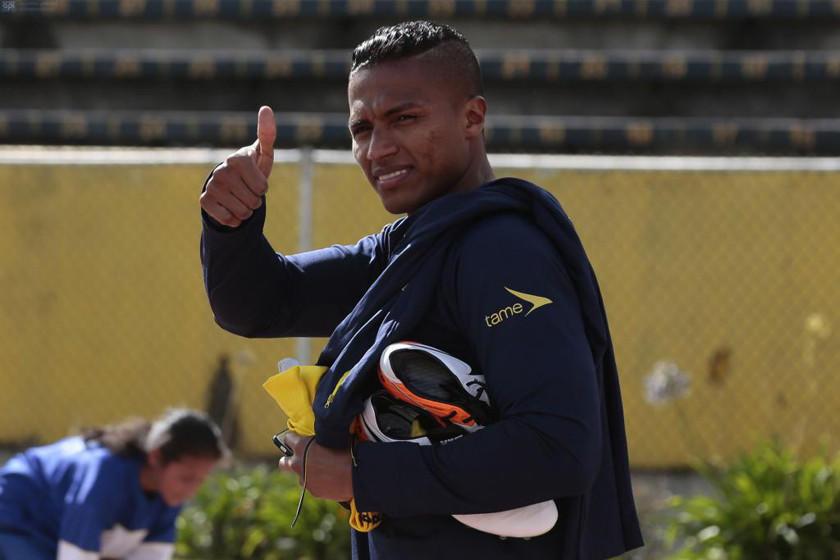 Antonio Valencia entrenó aparte a dos días del partido Uruguay-Ecuador