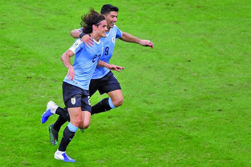 Cavani le dio el triunfo a Uruguay