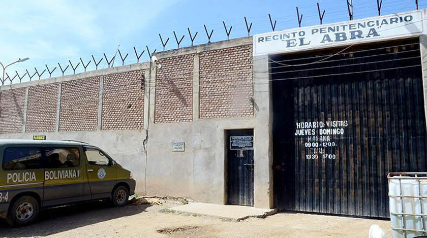 Va a la cárcel expolicía sindicado de violar y prostituir a una menor