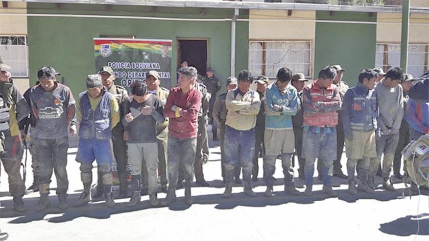Atrapan a 15 ladrones de mineral luego de enfrentarse con la Policía