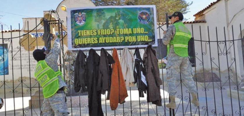 Instalan colgadores solidarios en la urbe