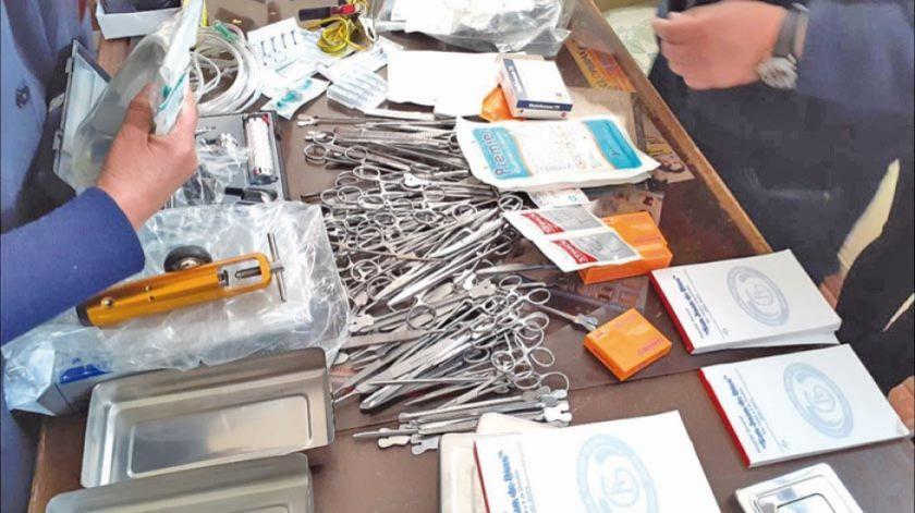 """Encuentran """"arsenal"""" de medicamentos en el casillero de una enfermera"""