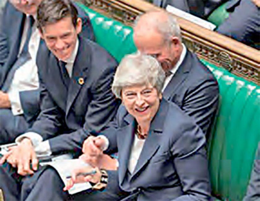 """May advierte división por consulta sobre el """"Brexit"""""""
