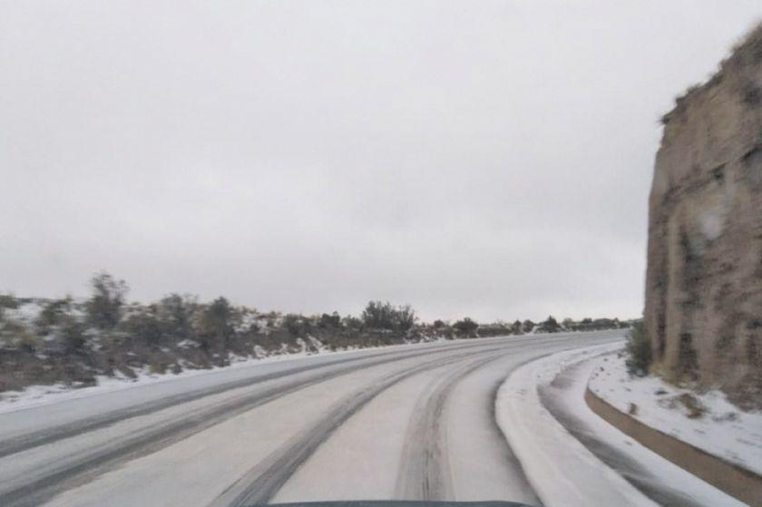 Cierran camino a Uyuni y Oruro por la caída de nieve y neblina