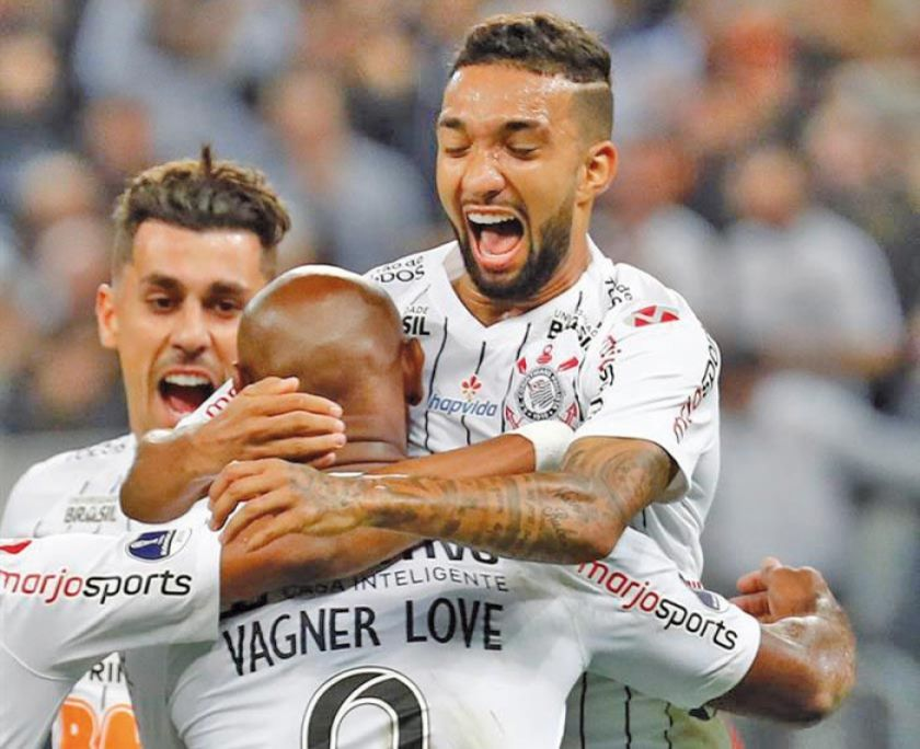 Corinthians vence a Wanderers y se acerca a cuartos