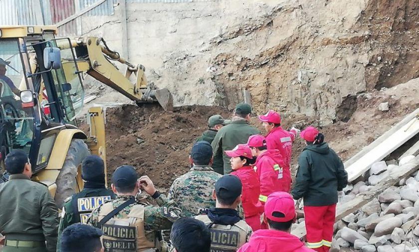 Sucre: mueren 2 obreros y un bombero tras caída de muro