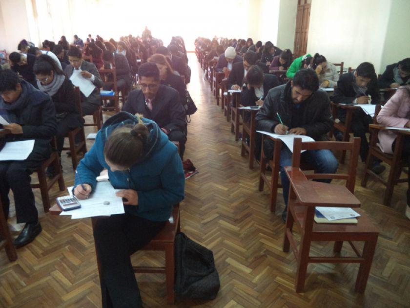 Más de 900 postulantes dieron examen para la UATF