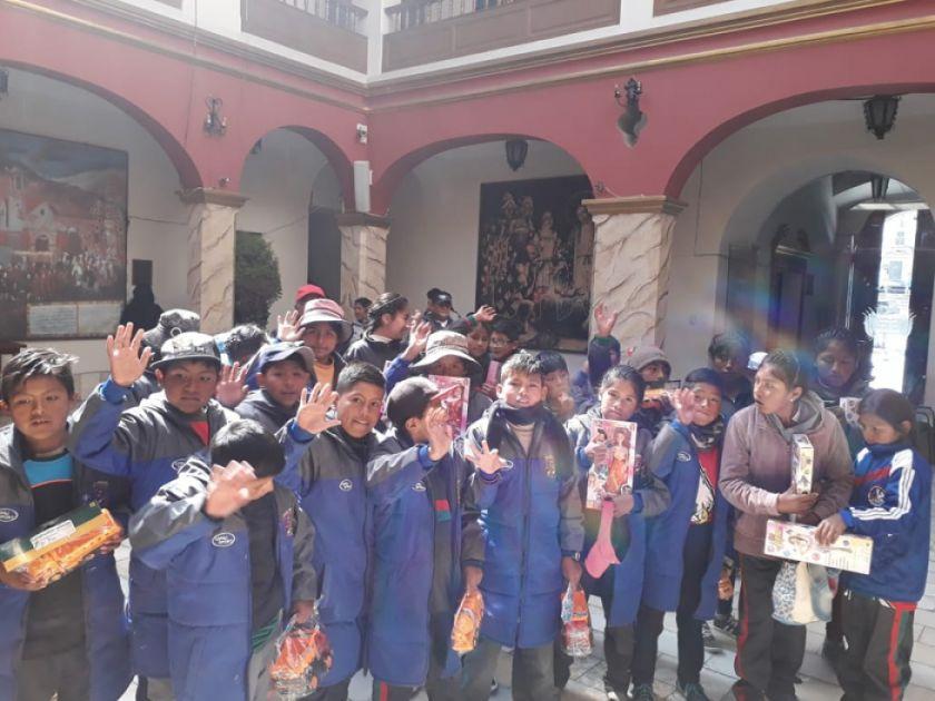 Estudiantes visitan museo de la Gobernación