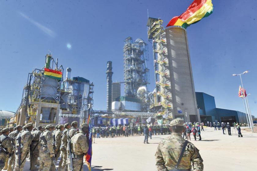 Evo Morales inaugura operaciones de planta de cemento de Oruro