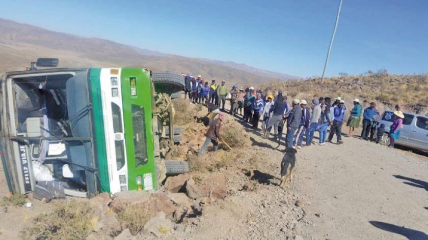 El vuelco de un bus dejó cinco pasajeros heridos