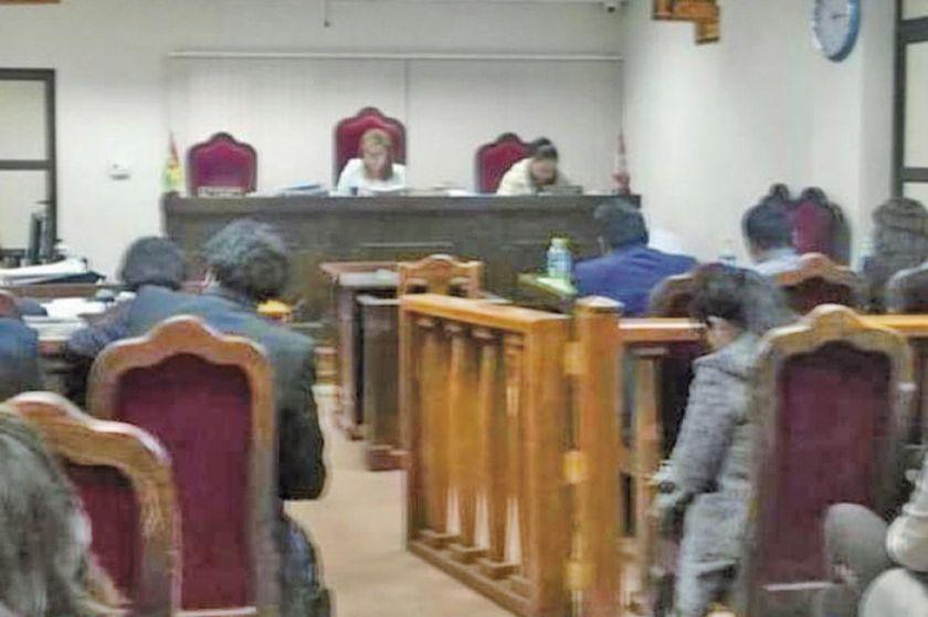 Maestra es sentenciada por estupro a su alumno
