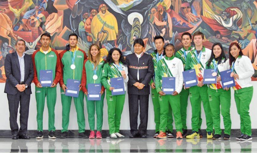 Medallistas reciben premios económicos